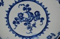 c18th Century Caughley 'Fruit and Wreath' Pattern Porcelain Saucer (5 of 5)