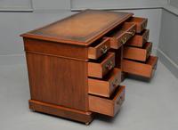 Victorian Mahogany Pedestal Desk (6 of 12)