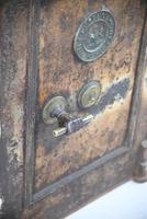 Antique Metal Safe (13 of 18)