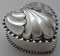 Victorian 1890 Hallmarked Solid Silver Love Heart Jewellery Box Pill Box (2 of 11)