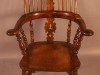 Very Good 19th Century Broad Arm Yew Windsor Chair (8 of 10)