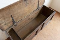 Unusual Oak Panelled Sword Chest (4 of 11)