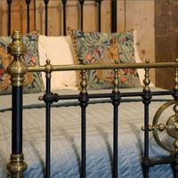 Late Victorian Brass & Cast Iron Antique Bed in Black (3 of 7)