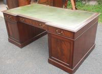 1960s Large Mahogany Partners Desk with Green Leather on Top (3 of 6)