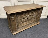 Continental Carved Oak Coffer (12 of 15)
