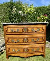 Small 18th Century Serpentine Fronted Commode (2 of 17)