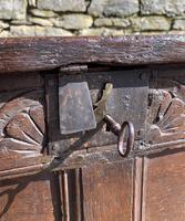 Small 17th Century Devon Oak Coffer (5 of 21)