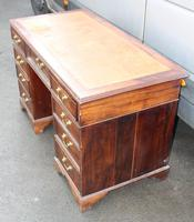 1920s Mahogany Pedestal Desk with Brown Leather on Top (2 of 4)