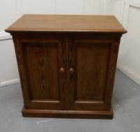 Sturdy 19th Century Pitch Pine 2 Door Cupboard (2 of 8)