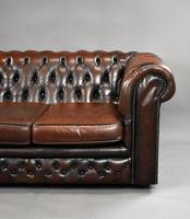 20th Century Brown Leather Buttoned Back Chesterfield Sofa (4 of 7)