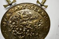 Large Decorative Wall Hanging Brass Shield with Cross Swords (5 of 7)