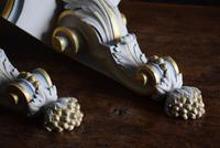 Late 19th Century Gilt and White Painted Corner Wall Brackets (8 of 10)