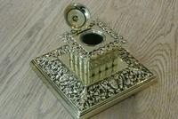 Large Victorian Brass Inkwell by William Tonks with Glass Liner WT&S c.1895 (4 of 9)