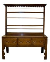 A beautiful 18th Century Oak Dresser. (2 of 8)