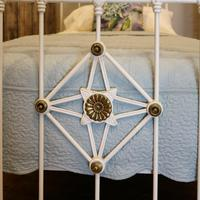 Antique White Decorative Brass & Iron Victorian Single Bedstead (4 of 7)