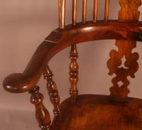 Very Good 19th Century Broad Arm Yew Windsor Chair (9 of 10)