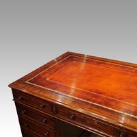 Victorian Mahogany Pedestal Desk (3 of 10)