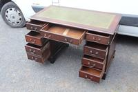 1960s Mahogany Pedestal Desk with Green Leather on Top (2 of 4)