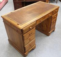 1960s Country Pine Pedestal Desk with Brown Leather on Top (3 of 4)