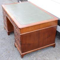 1960s Large Mahogany Partners Desk with Green Leather on Top (3 of 5)