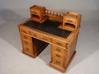 Fine Quality Victorian Walnut Kneehole Desk (2 of 6)