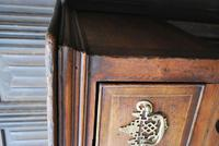Rare Georgian four drawer dresser base. (10 of 13)