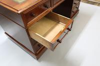Victorian Figured Mahogany Pedestal Writing Desk (5 of 11)