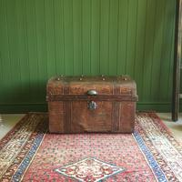 ANTIQUE Victorian Steamer TRUNK Old Tin Travel TRUNK Coffee Table Shabby Chic Metal Storage Chest (12 of 12)