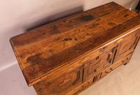 Early 18th Century Dower Chest in Oak (7 of 9)