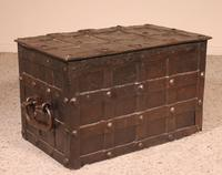 Nuremberg Chest or Pirate Chest 17th Century in Wrought Iron (4 of 12)