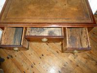 Neat 19th Century Kneehole Desk (4 of 11)