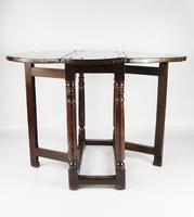 A Small 17th Century Gateleg Table. (4 of 14)