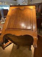 Serpentine Fronted 18th Century Commode (10 of 11)