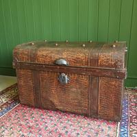 ANTIQUE Victorian Steamer TRUNK Old Tin Travel TRUNK Coffee Table Shabby Chic Metal Storage Chest (9 of 12)