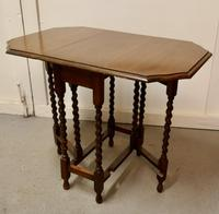 This is a Good Solid Oak Victorian Gateleg Table (4 of 7)