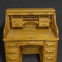 Small Oak Roll Top Desk (10 of 12)