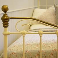 Cream Small Double Antique Bed (5 of 7)