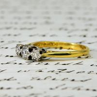 The Vintage 1975 Three Brilliant Cut Diamond Ring (2 of 5)