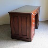 Mahogany Kneehole Desk (7 of 11)