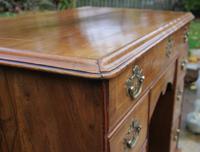 Early 18th Century Walnut Kneehole Desk (4 of 10)