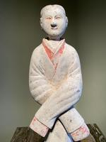 Very Elegant Han Figurine of a Courtly Lady (2 of 6)
