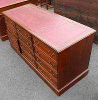 1960's Large Mahogany Triple Chest Drawers with Red Leather on Top (2 of 3)
