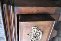 Rare Georgian four drawer dresser base. (7 of 13)