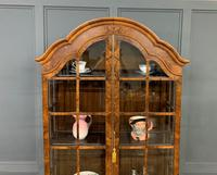 Burr Walnut Dome Topped Display Cabinet (11 of 21)