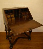 Lovely William & Mary Design Walnut Bureau (6 of 9)