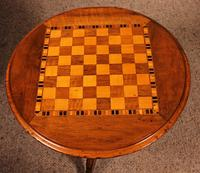 Small Pedestal Table / Games Table in Walnut - 19th Century (2 of 6)