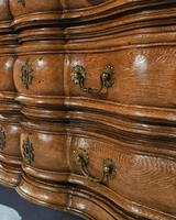 Rare Early 18th Century Franco-Flemish Oak Serpentine Fronted Commode (2 of 11)