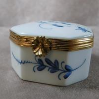 """Limoges """"Porcelaines de Chantilly"""" Porcelain  Box (2 of 6)"""