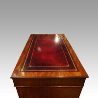 Victorian 137cm Mahogany Pedestal Desk (9 of 10)