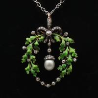 Victorian oak-leaf pendant with diamond and pearl in original case (2 of 5)